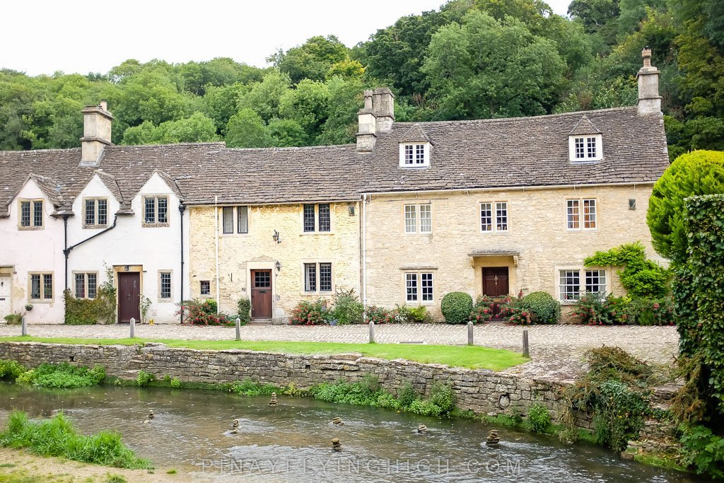 Row of houses by Byrbook in Castle Combe
