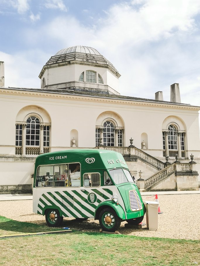 Chiswick House with icecream